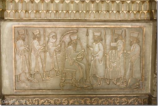 نقش برجسته تقلید شده از تخت جمشید بالای شومینه نارنجستان قوام